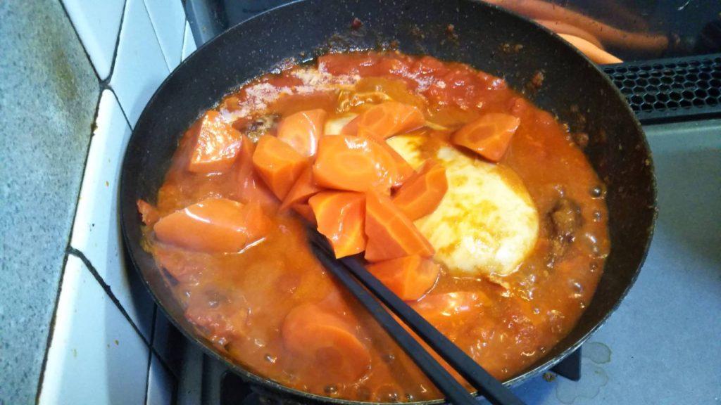 にんじんの水煮を投入したチポトレチキン