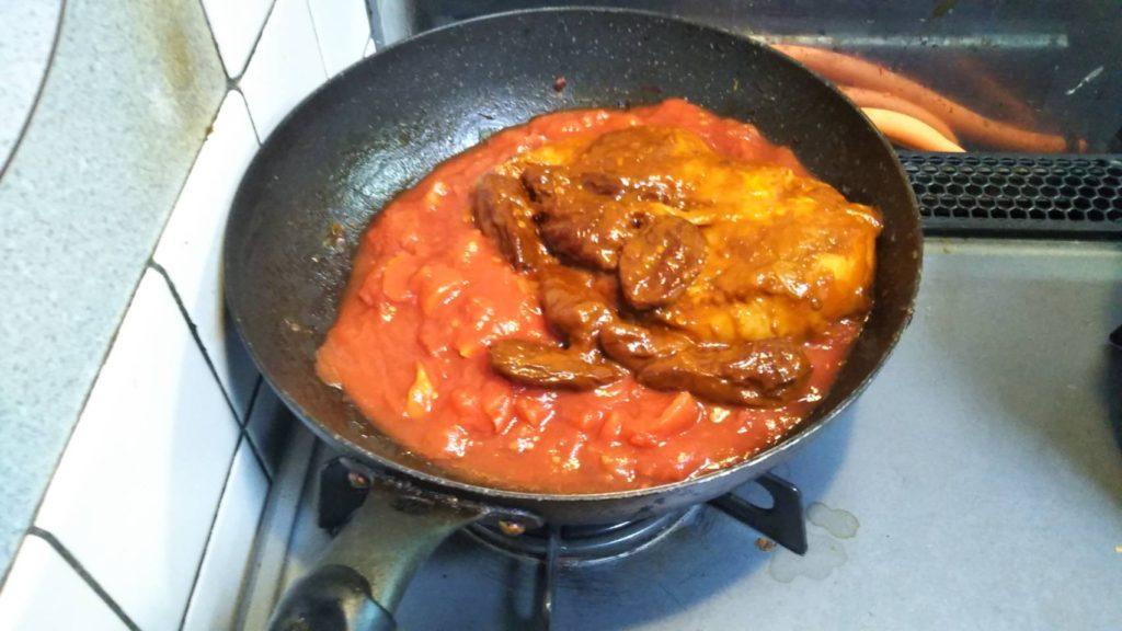 トマト缶とチポトレチキン